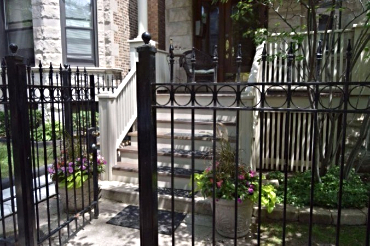 Vacation Rental Property. Chicago Guest House on Lakewood Avenue in the heart of the Southport Corridor of Lakeview's Wrigleyville neighborhood. Call Teri to reserve (312) 952-5150