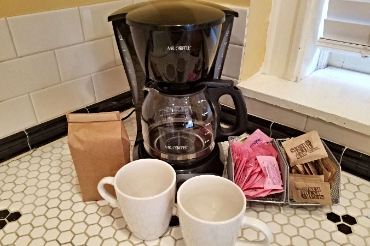 Chicago Guest House on Newport 1st floor apartment complimentary coffee