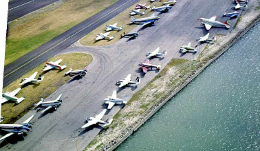 Airplanes on the runway at Meigs Field