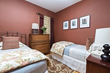 Chicago Guest House 2nd floor apartment with cozy twin bedroom