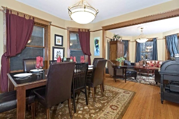 Chicago Guest House Wrigley Suite. Open floorplan between living room and dining room